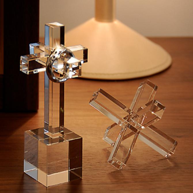十字架をモチーフにした、ガラス製リング・ホルダー。