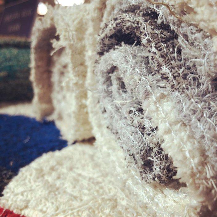 リサイクル素材を100%使用した質感のあるスペイン製ラグ。